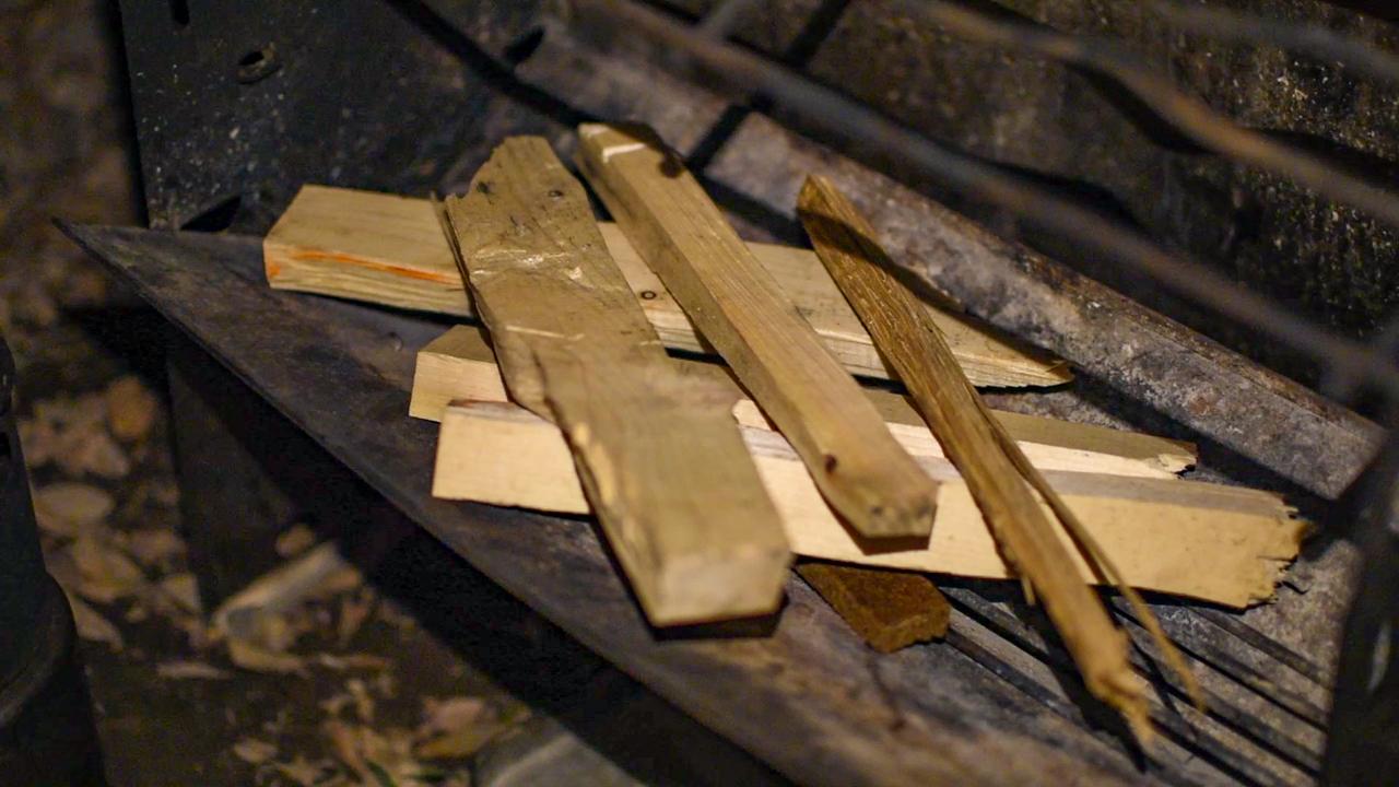 薪グリルの薪の組み方