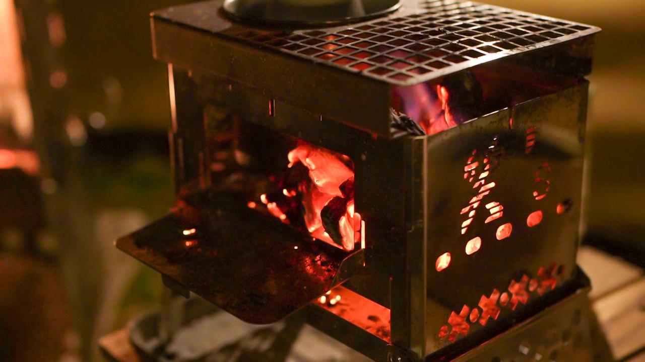 ソロキャンプ用の小さい焚火台